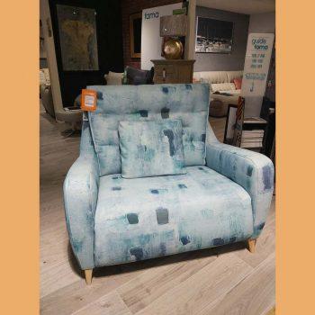 FAMA Cuddler Armchair